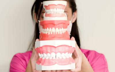 ¿Por qué salen manchas blancas en los dientes?